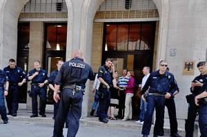 20130619_flashmob IH_Bundesbereitsschaftspolizei vor der BA-RegDirektion in der Friedrischstr