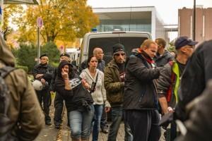 die ersten Nazis treffen auf dem Barmer Platz ein. Sie sind dort völlig isoliert. Niemand sieht sie, niemand hört sie.