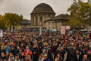 Gegenkundgebung Otto Platz vor dem Deutzer Bahnhof