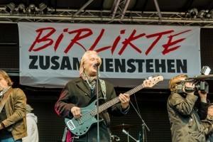 """Microphone Mafia mit den Höhnern rocken gegen rechts auf der """"Birlikte""""-Bühne"""