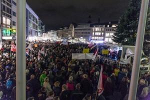 Bonn stellt sich quer hier am 22.12.2014 gegen Bogida Foto: Martin Behrsing